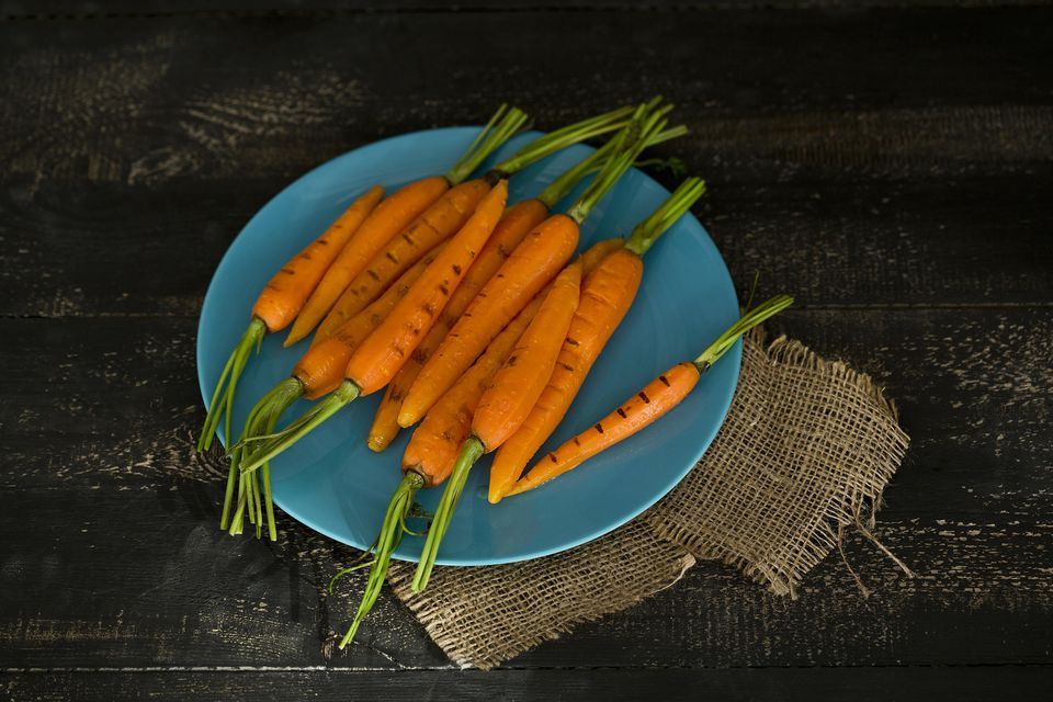 Zanahorias glaseadas con azúcar moreno a la parrilla