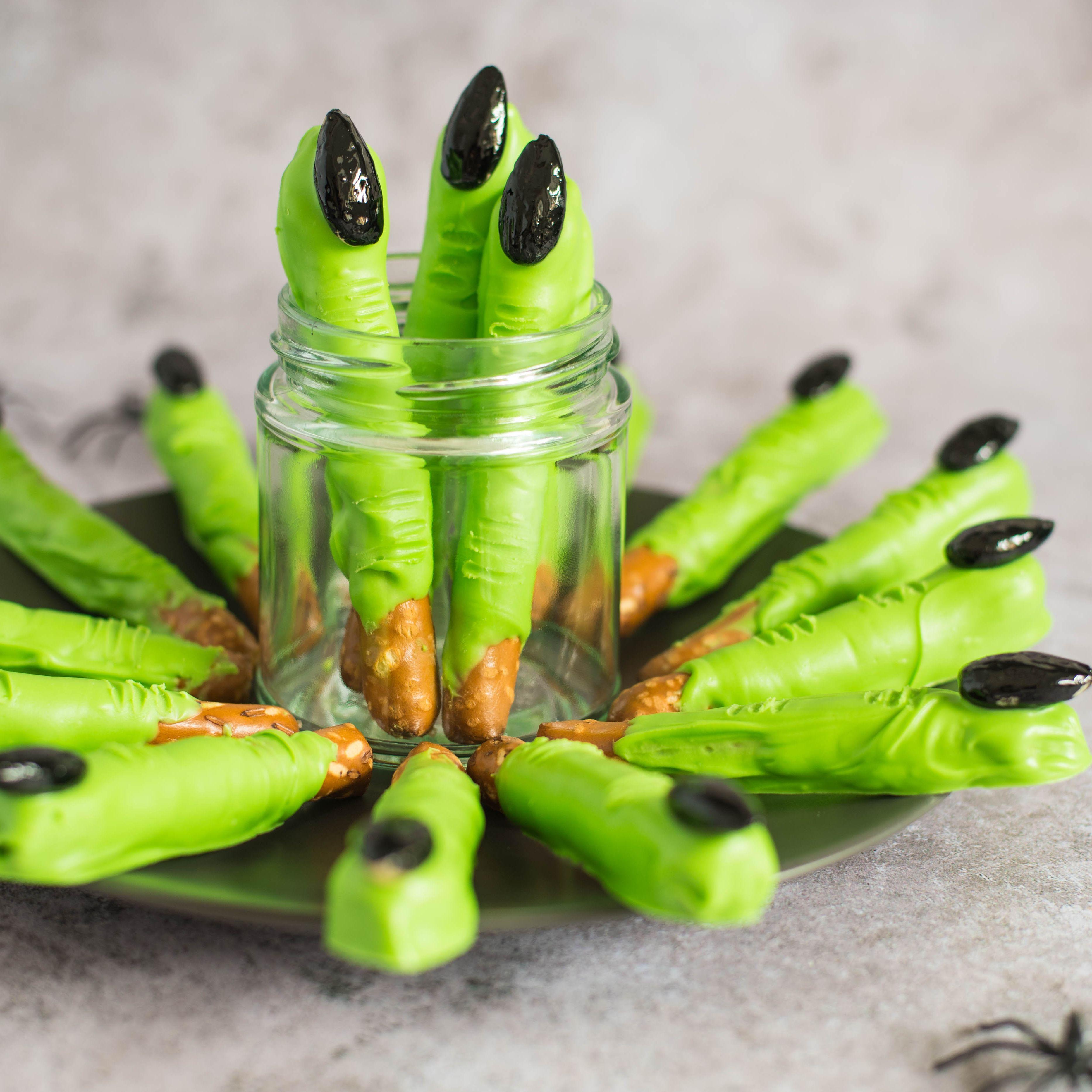 Halloween Treats With Pretzel Sticks.Witch Finger Pretzel Rods Recipe