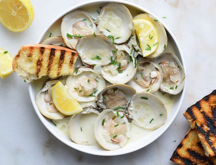 steamed clams in a bowl