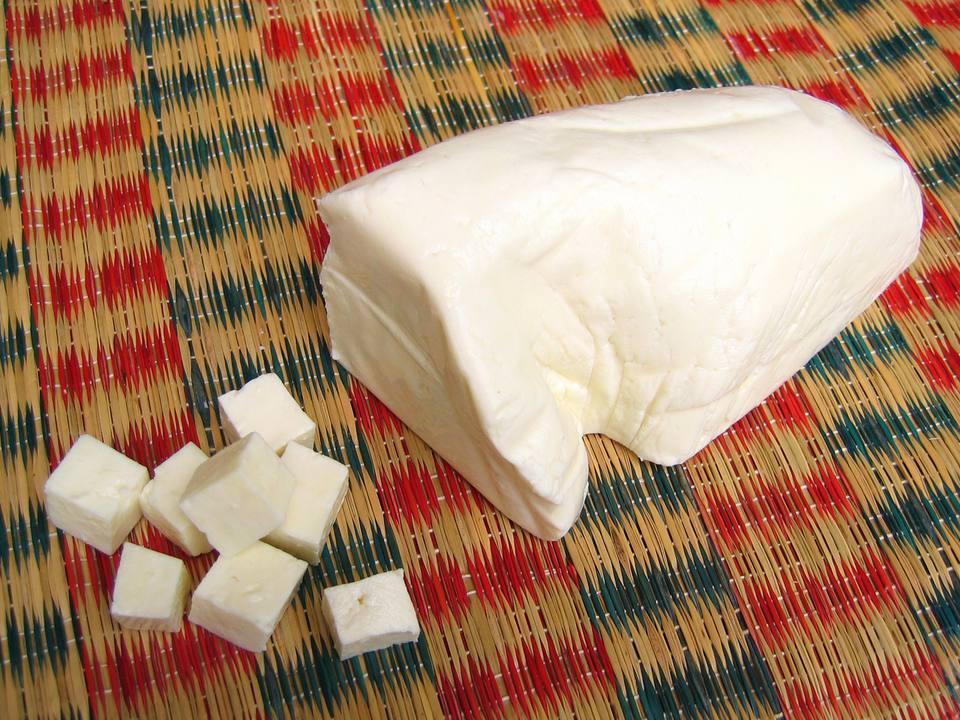 Cómo hacer su propio panecillo (queso cottage indio)