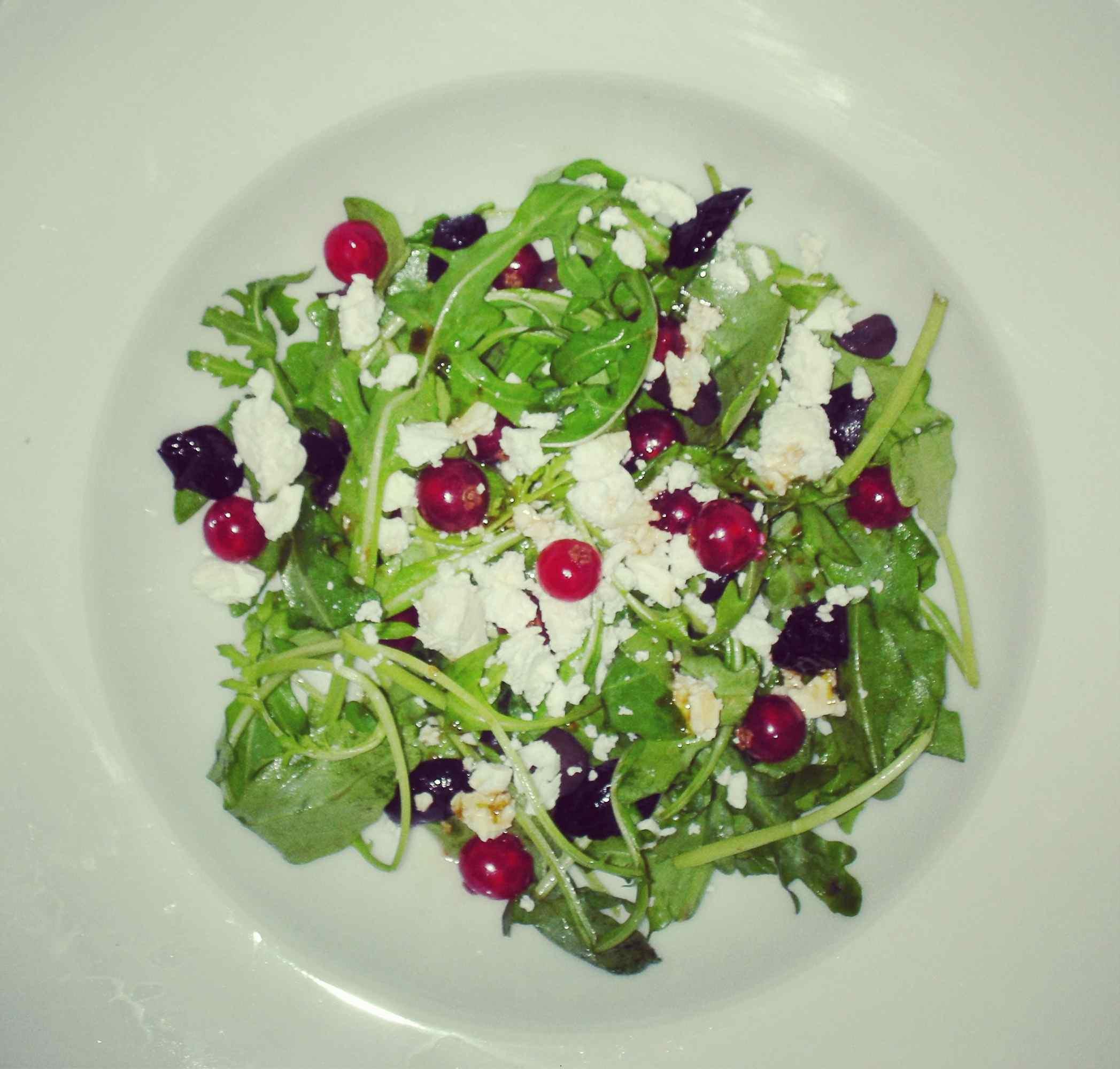 Salad with redcurrants, arugula & feta cheese