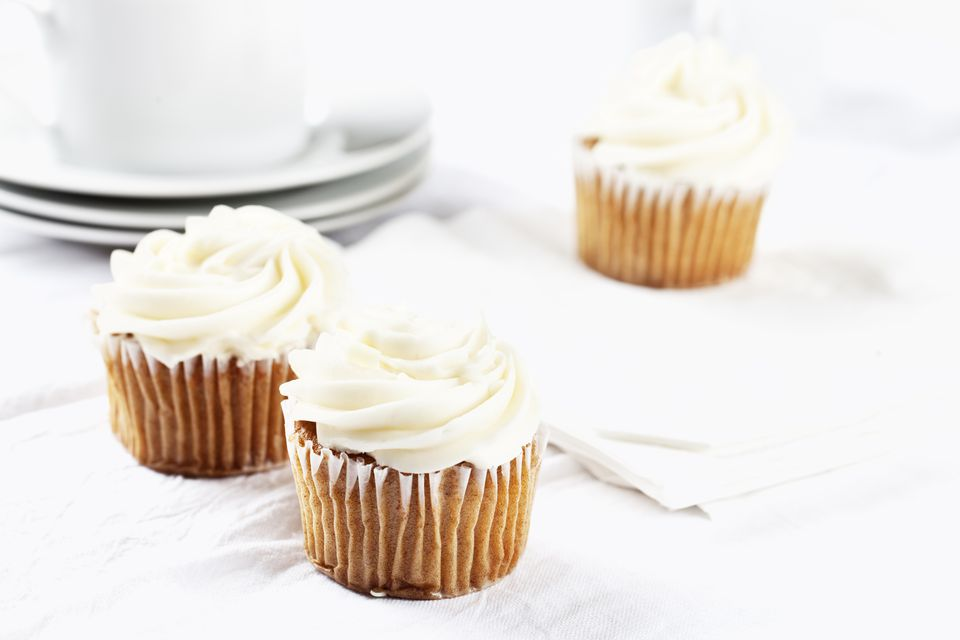 carrot cupcakes with vanilla icing