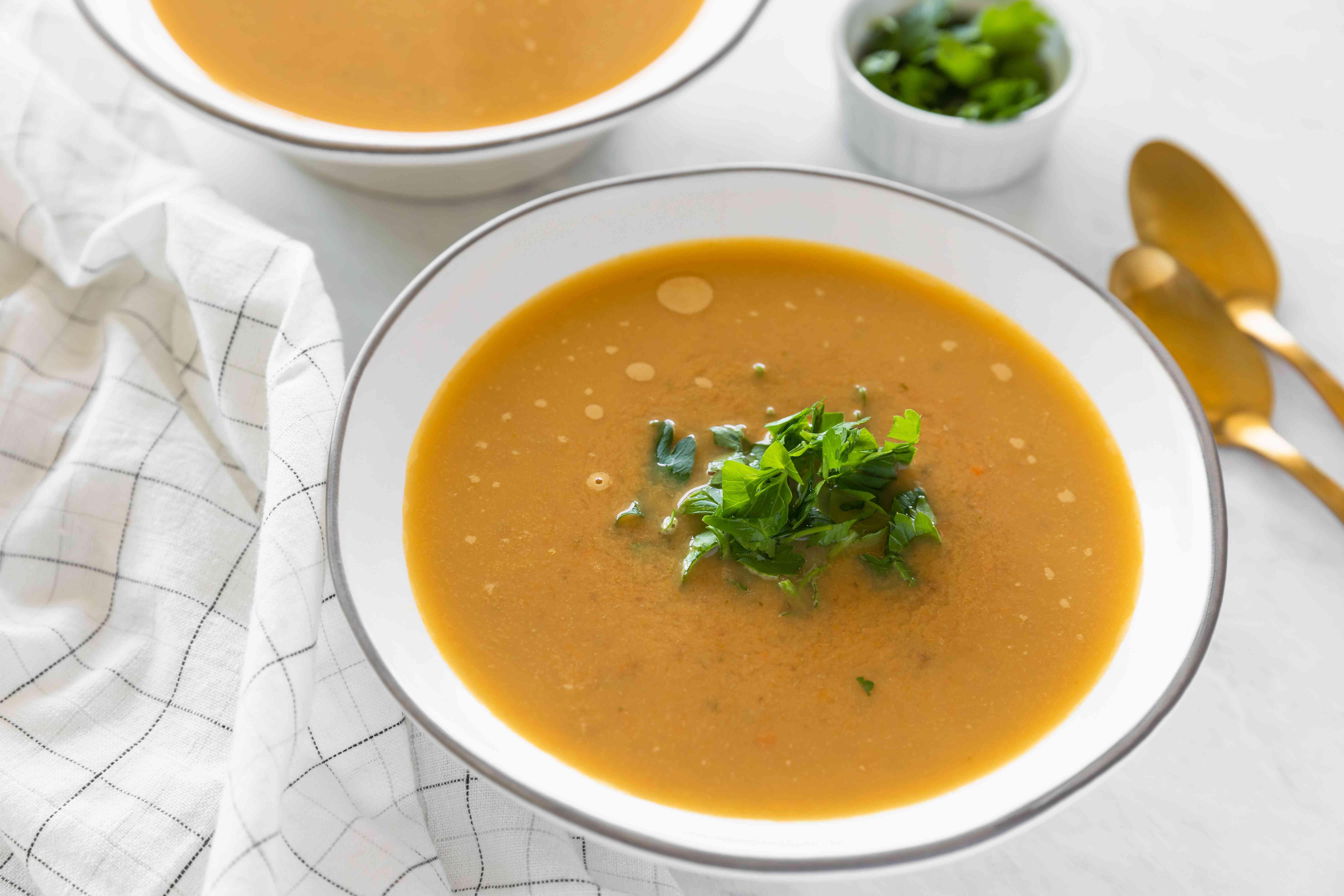 Easy vegan roasted chestnut soup