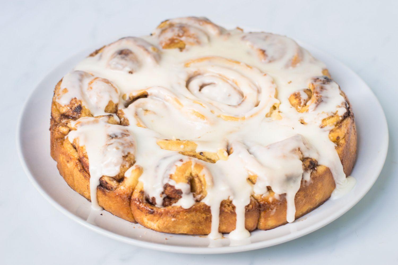 Cinnamon Rolls With Vanilla Frosting