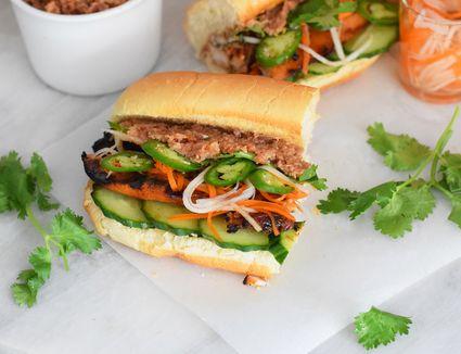 chicken bahn mi sandwich