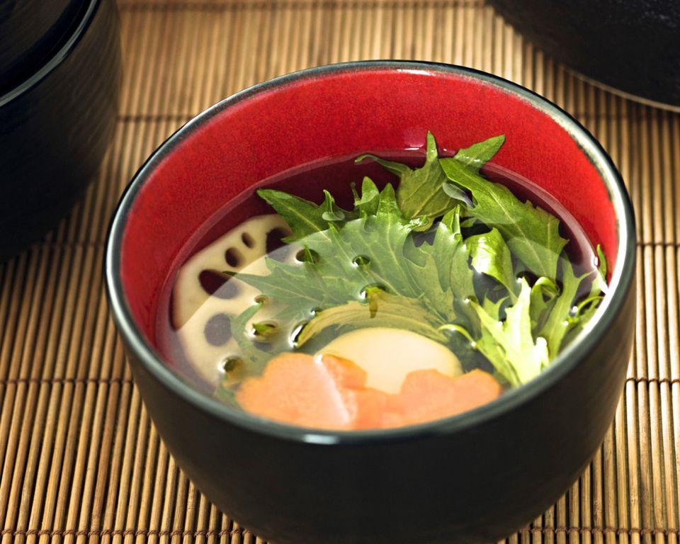 Vegan Ozoni (Sopa japonesa de año nuevo con pastel de arroz)