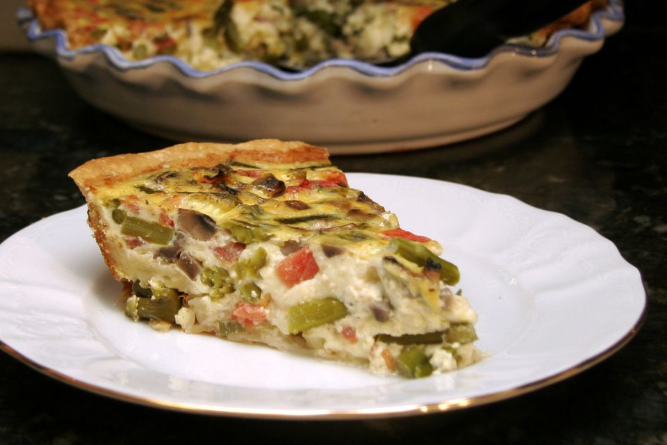 asparagus quiche with mushrooms and tomatoes