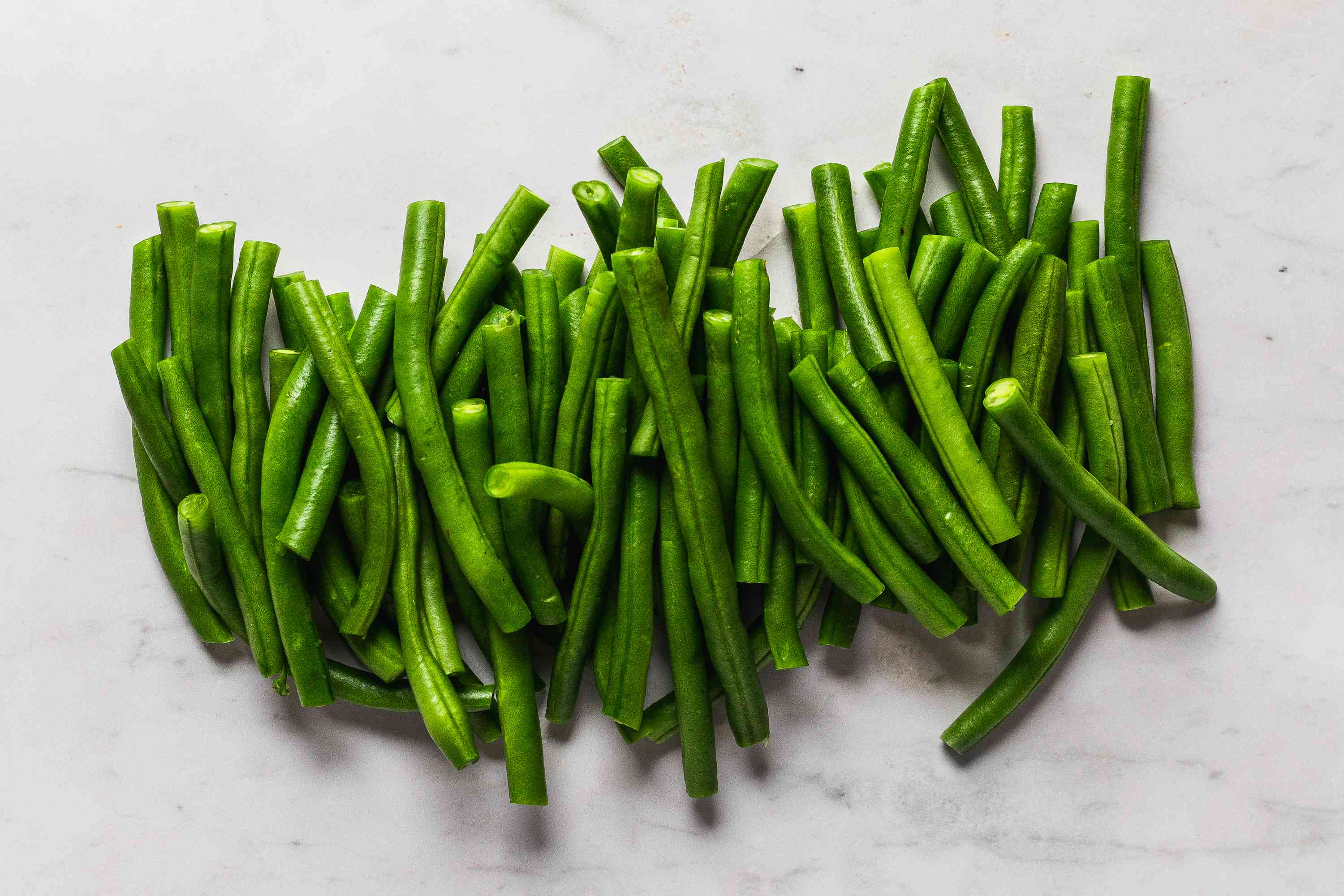 Wash green beans and snap off stem ends