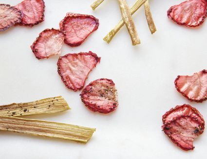 Baked rhubarb and strawberry chips