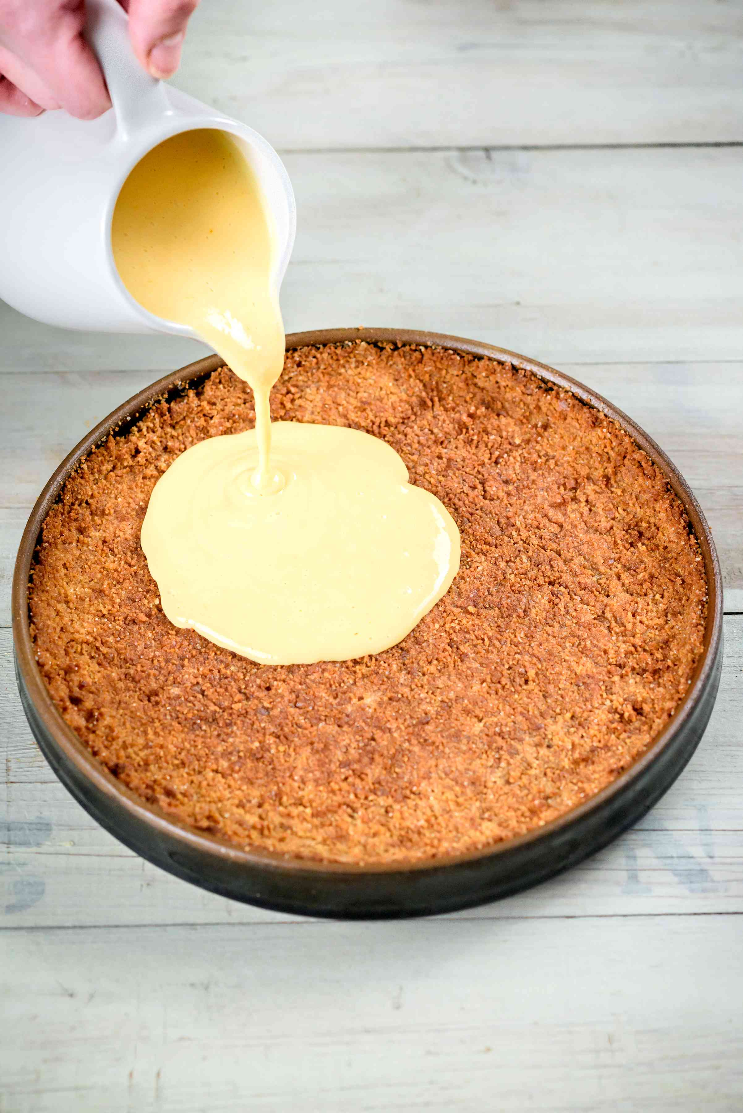 Pouring tart within crust