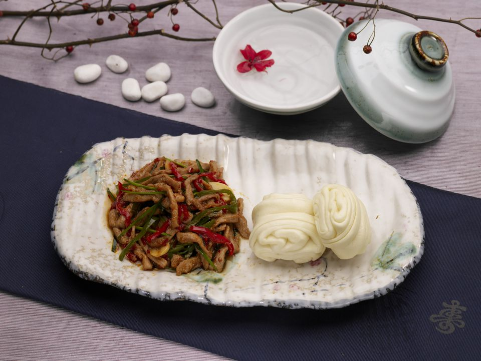 Flower bun served with stir fry