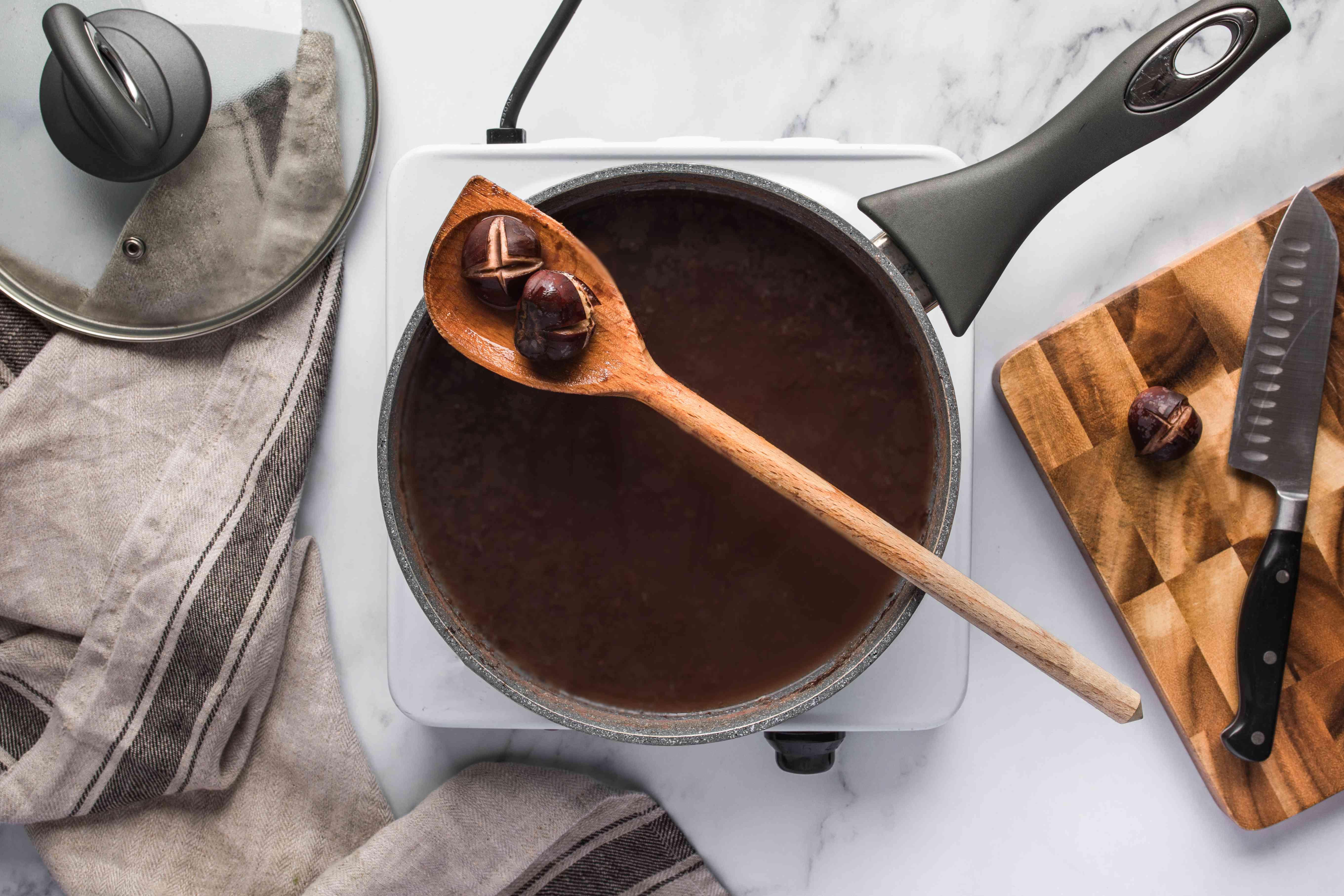Chesnuts in pot