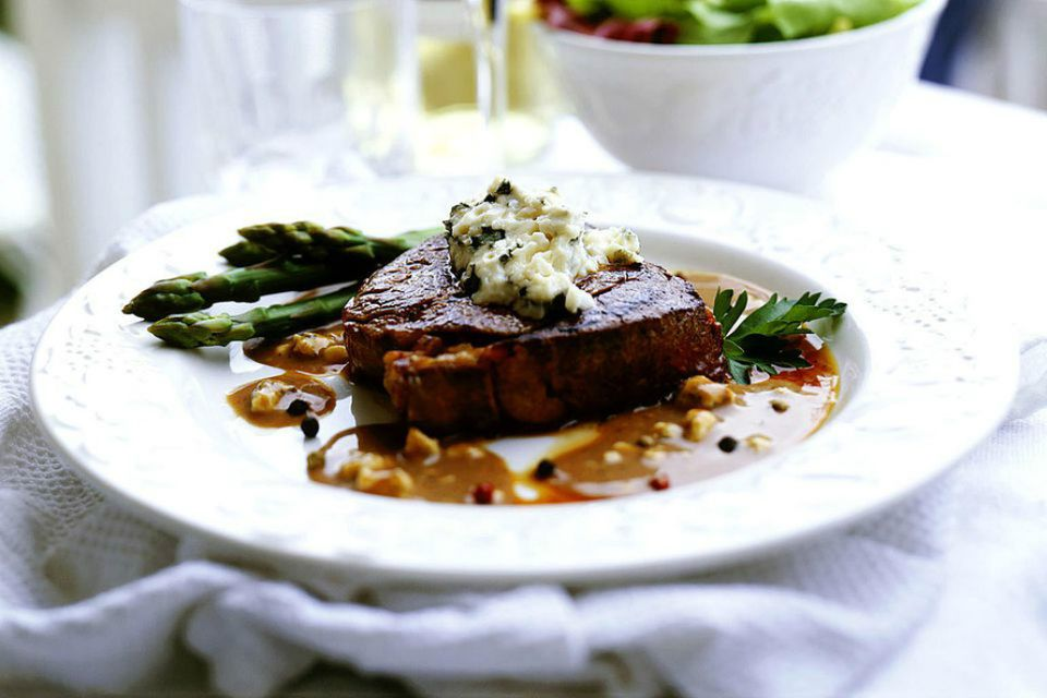 Filet Mignon With Creamy Peppercorn Sauce