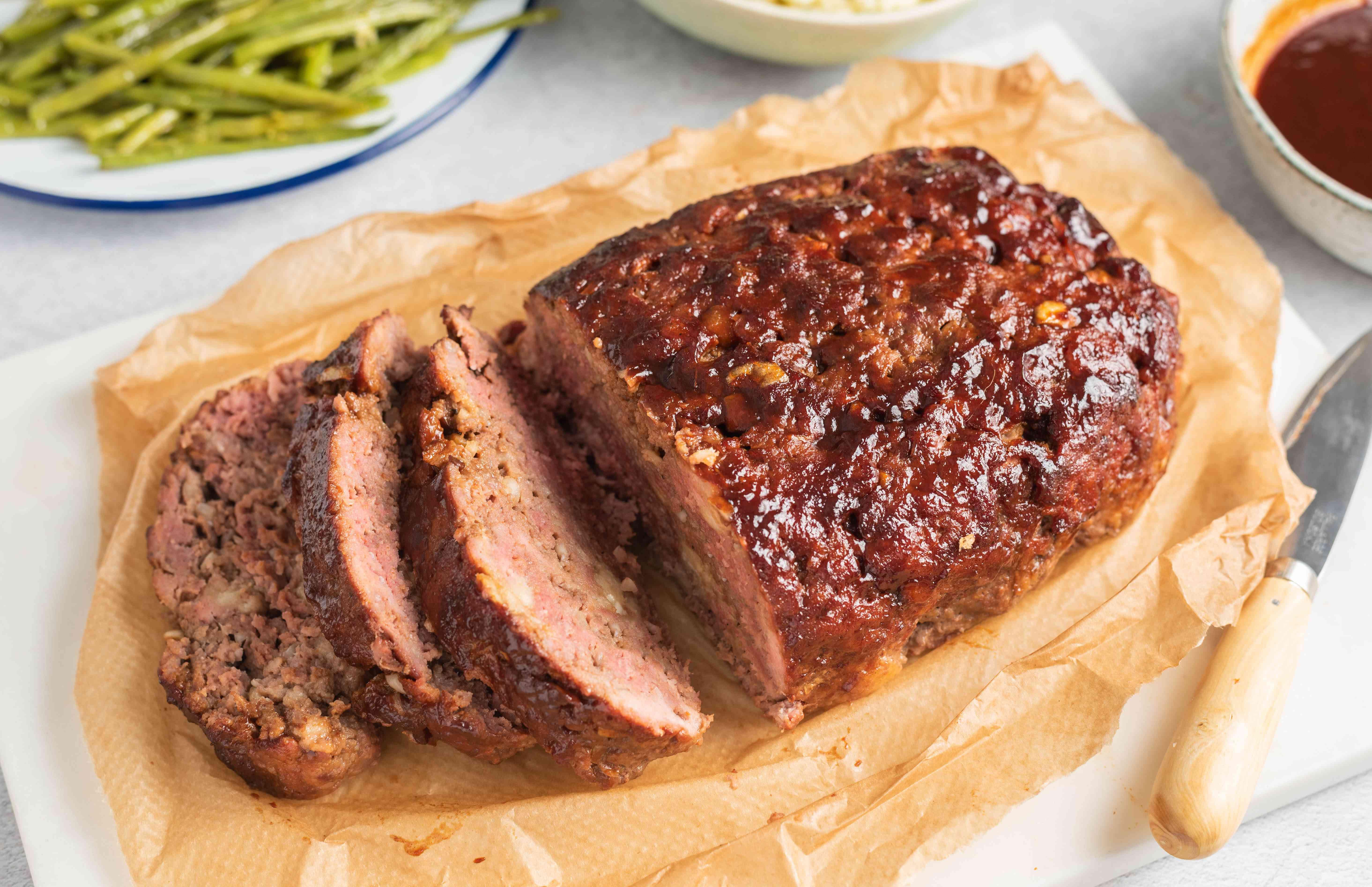 Carve meatloaf