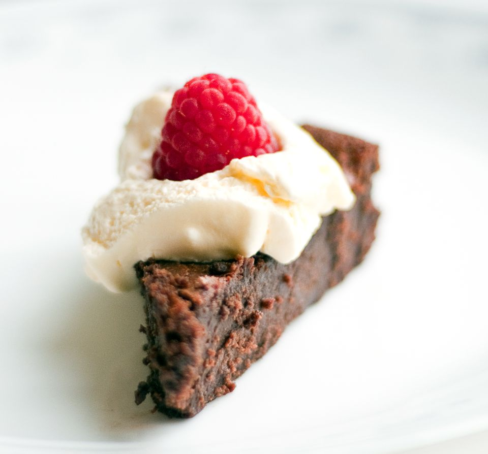 Gluten free flour-less chocolate cake