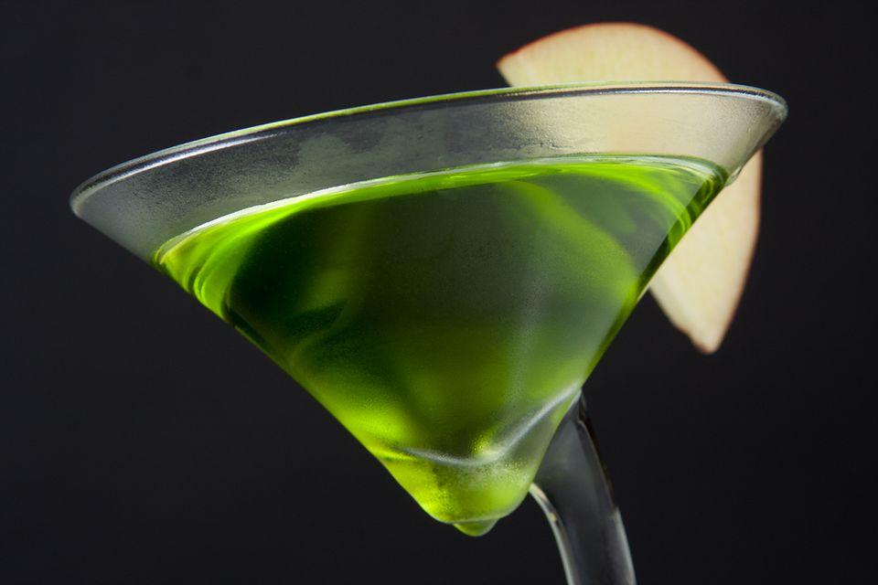 Easy Green Caramel Appletini Vodka Cocktail Recipe
