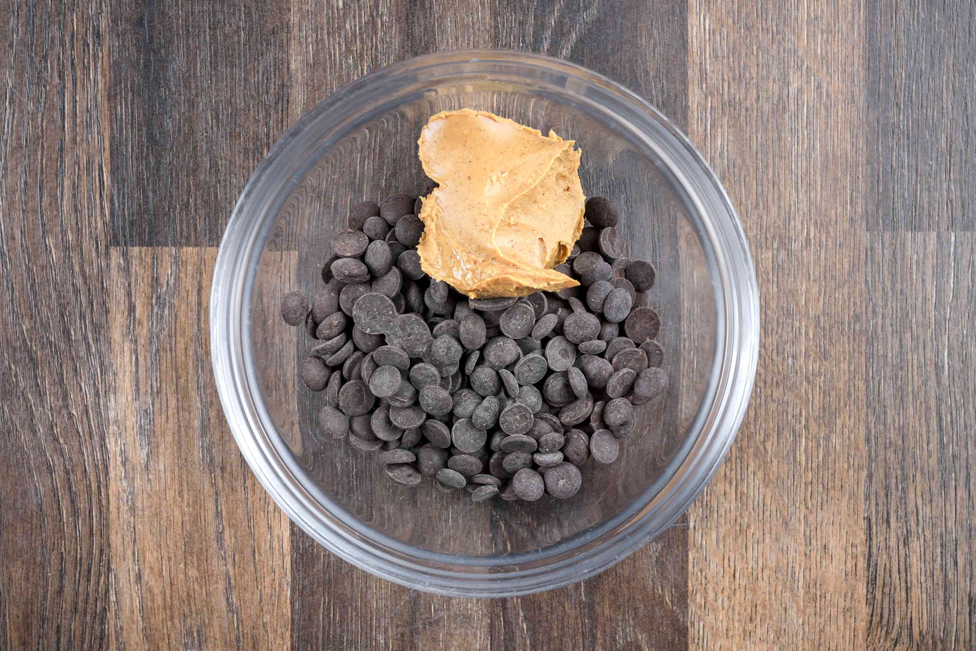 Combine chocolate chips and peanut butter