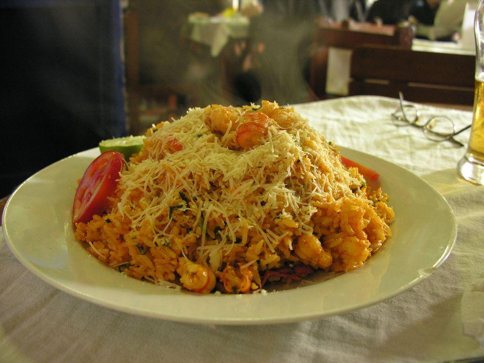 Pruebe esta receta de paella de camarones, estilo peruano