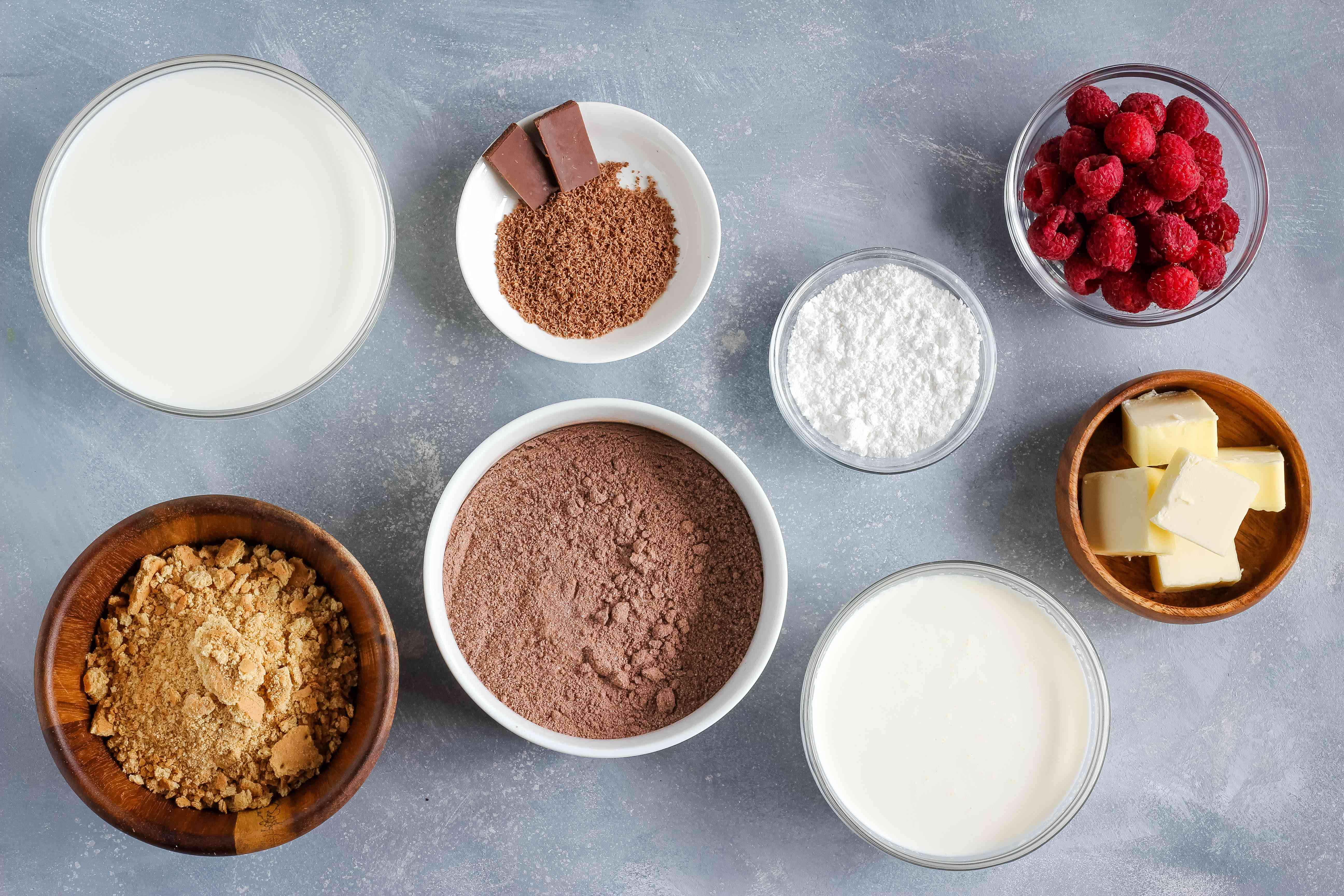 Ingredients for easy chocolate pudding pie recipe
