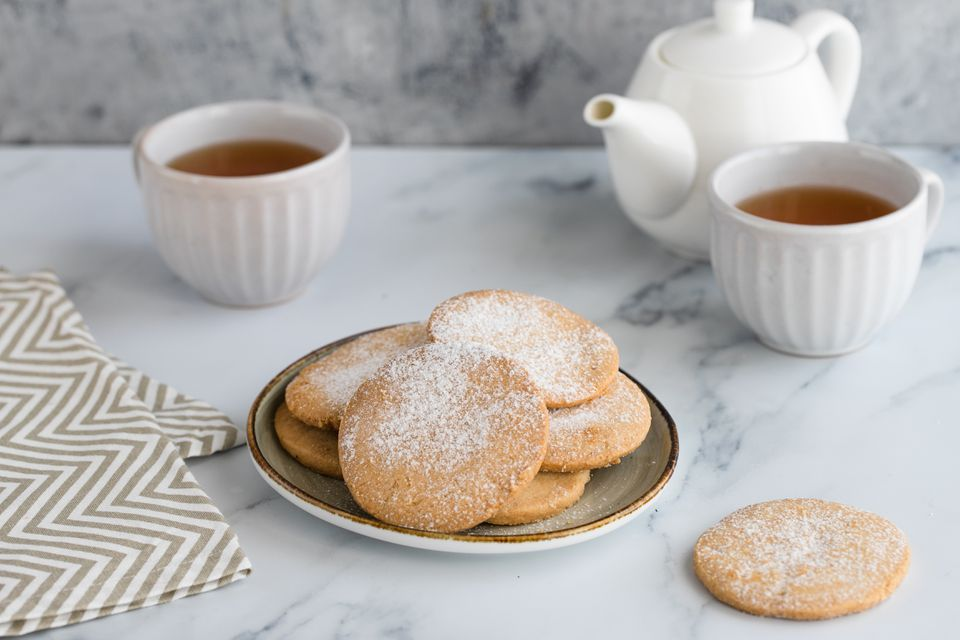 Crumbly almond cookie recipe