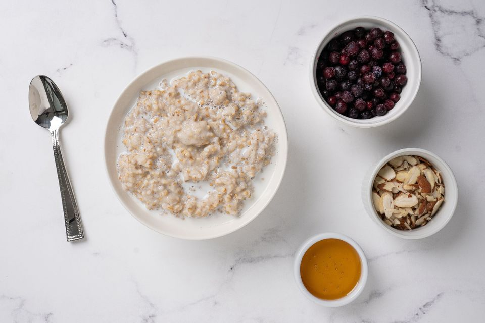instant pot oatmeal with almonds, honey and fruit