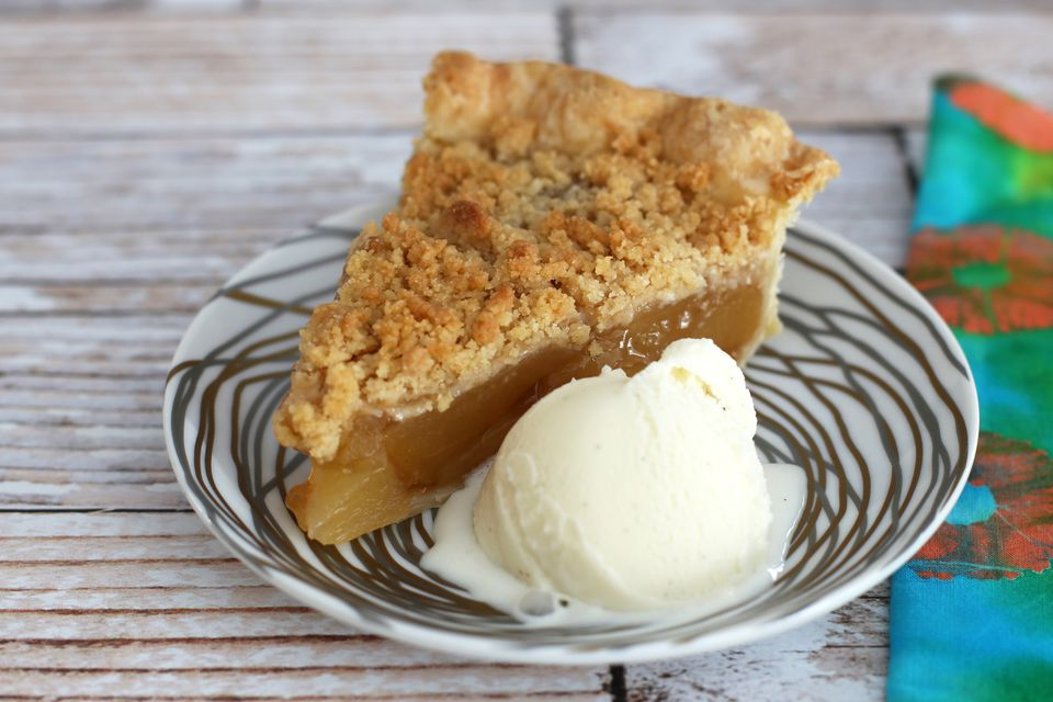 Apple Crumb Pie With Ice Cream