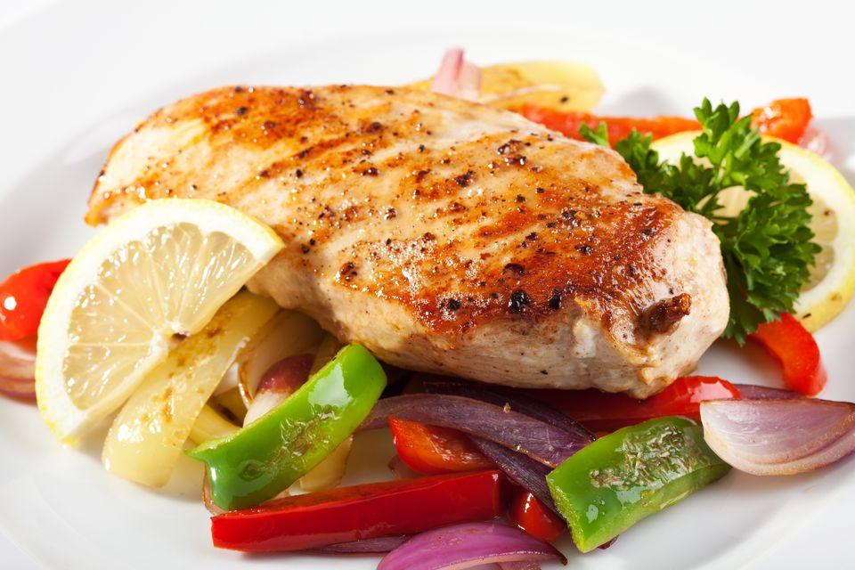 Sartén de pollo con salsa de cebolleta y limón