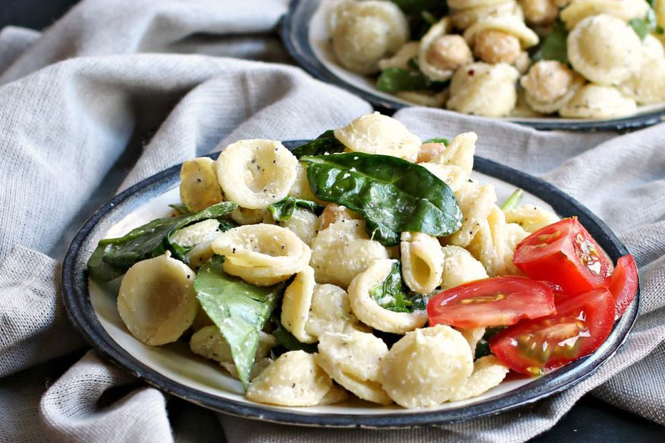 Pasta Salad With Spinach, Chickpeas, and Tahini