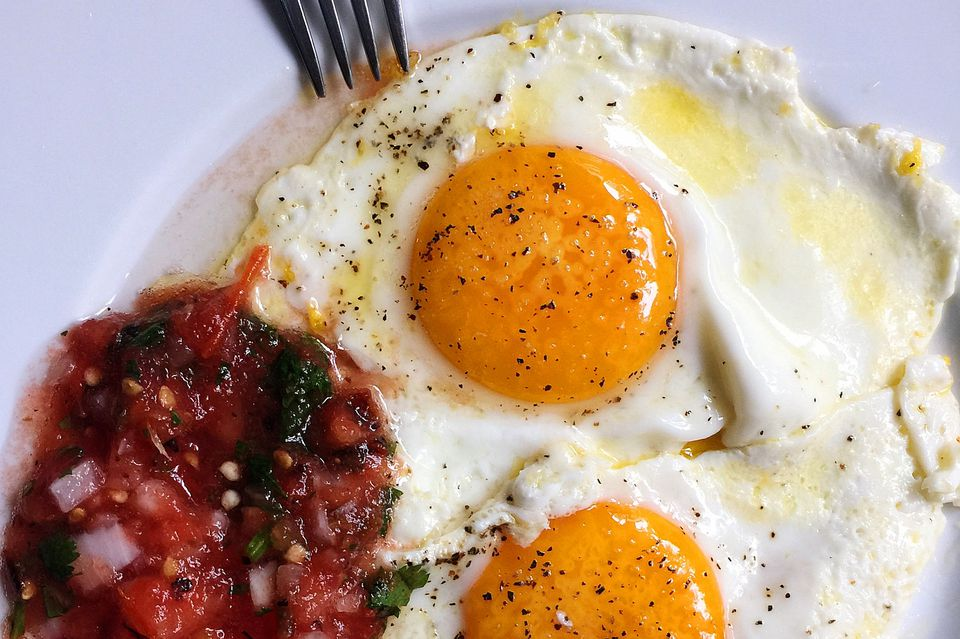 Tortilla, eggs, and tomato-y ranchera sauce: Huevos Rancheros