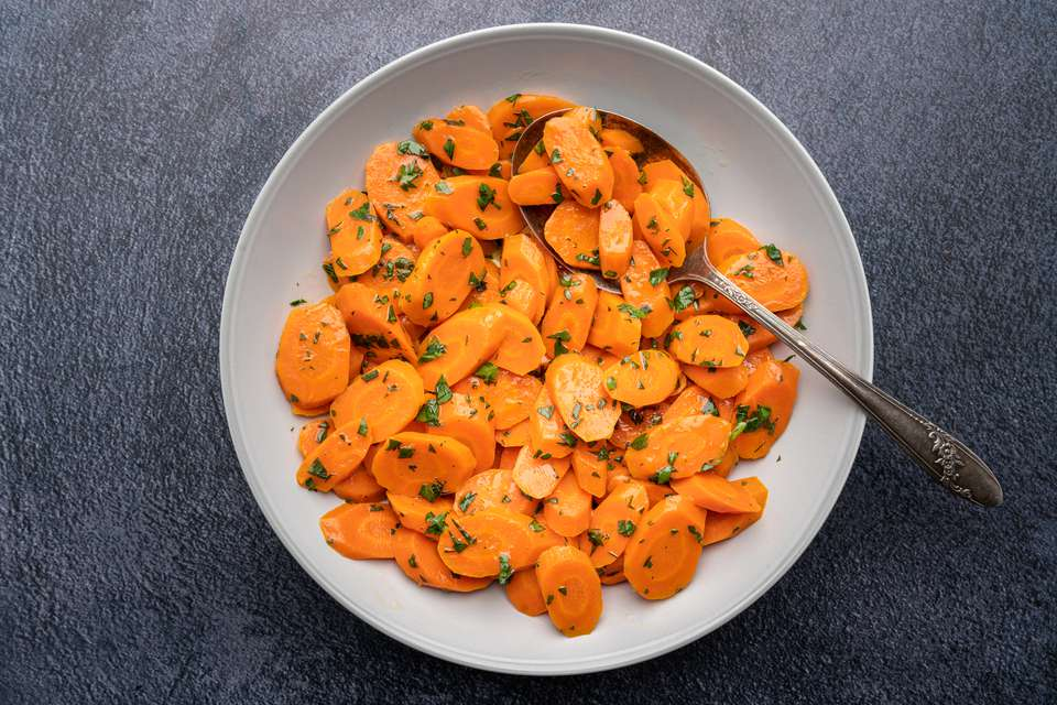 Simple Steamed Carrots With Butter