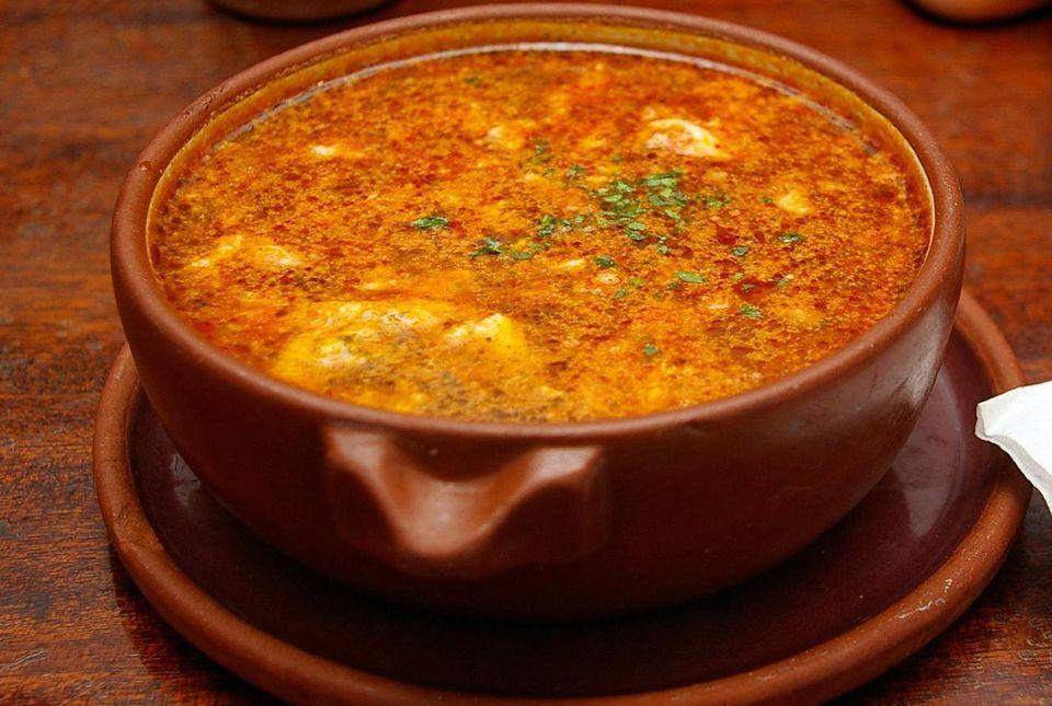 Sopa de ajo española (Sopa de Ajo)