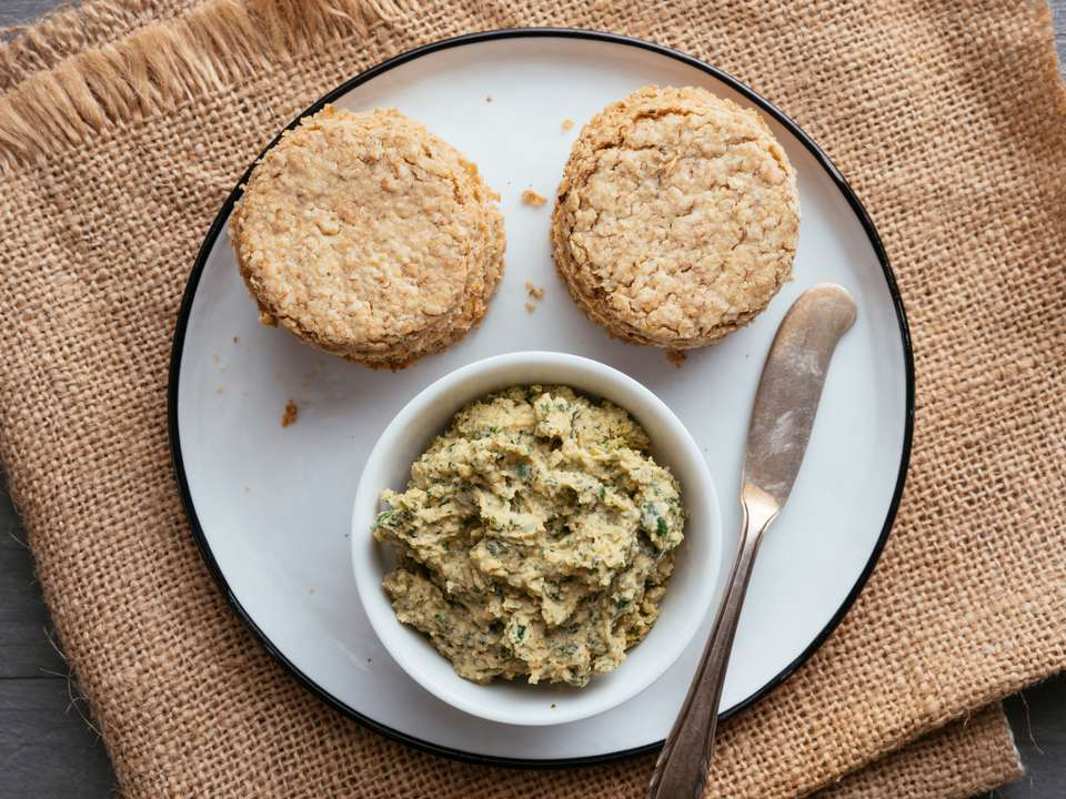jalapeno hummus with oatcakes on plate
