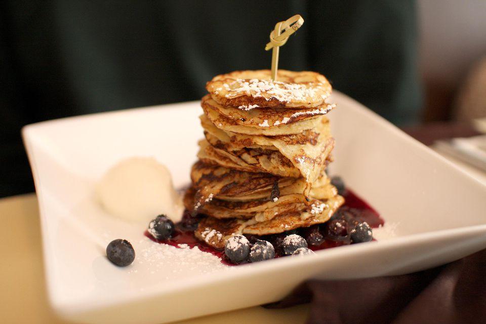 Vanilla pancakes with blueberries