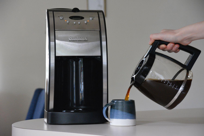 cuisinart-grind-brew-coffeemaker-pour