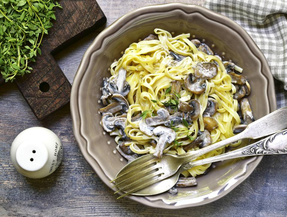 Tagliatelle with mushrooms and thyme.
