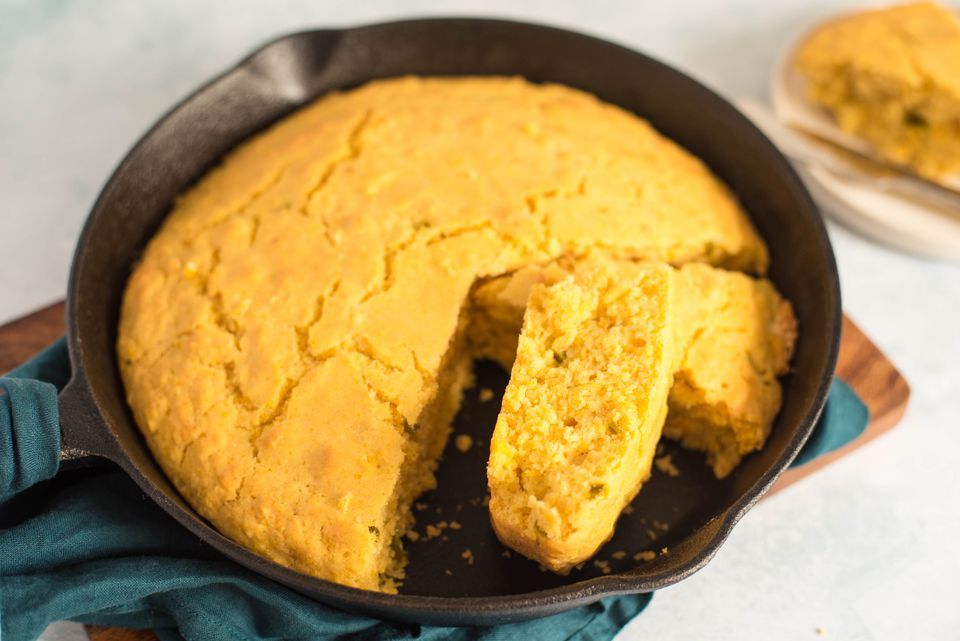 Pan de maíz vegano sartén con jalapeños
