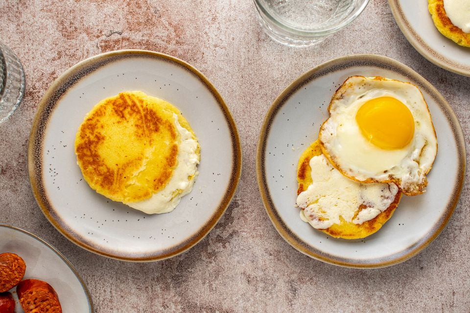 Arepas de Choclo (Sweet Corn Cakes With Cheese)