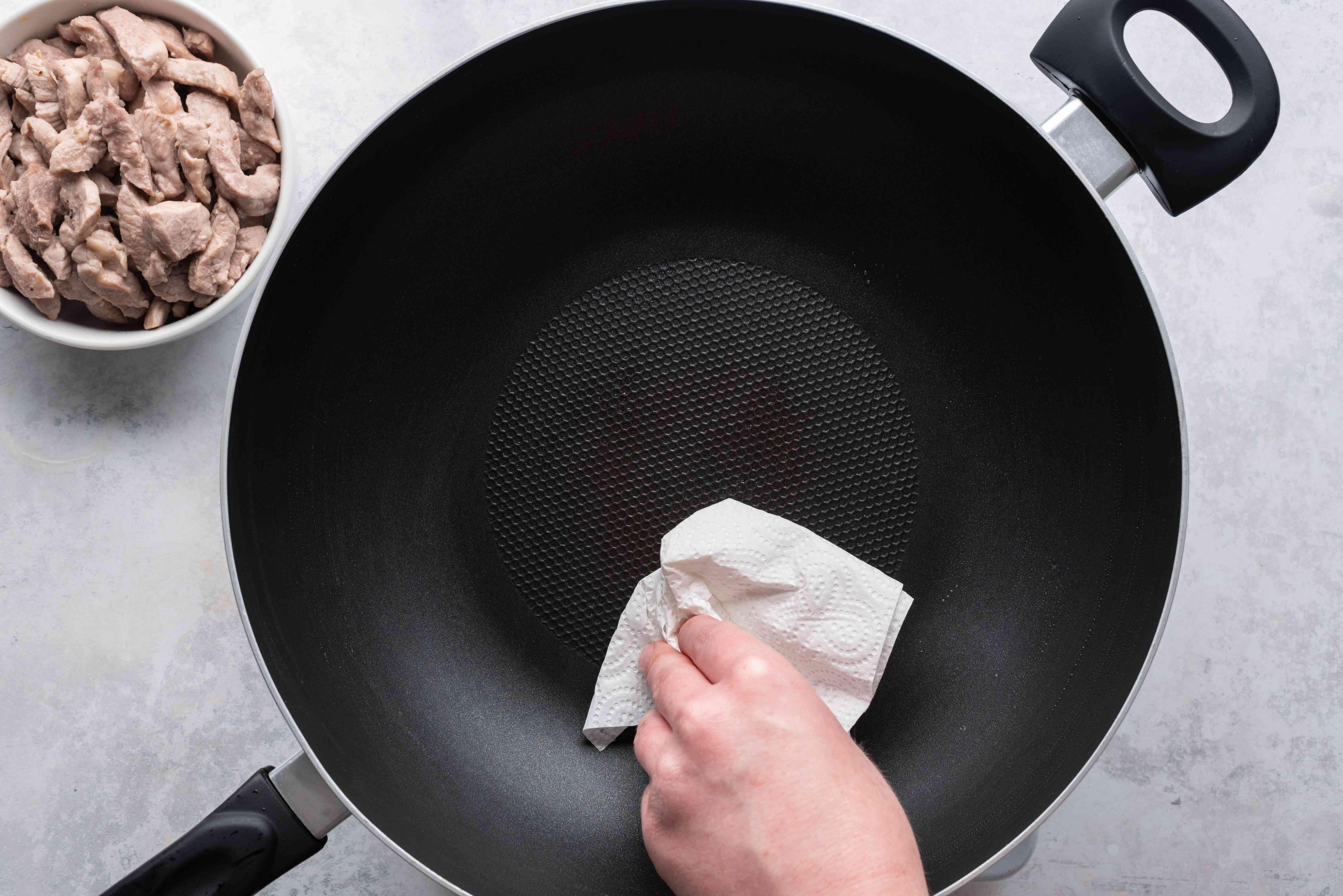 clean the pan