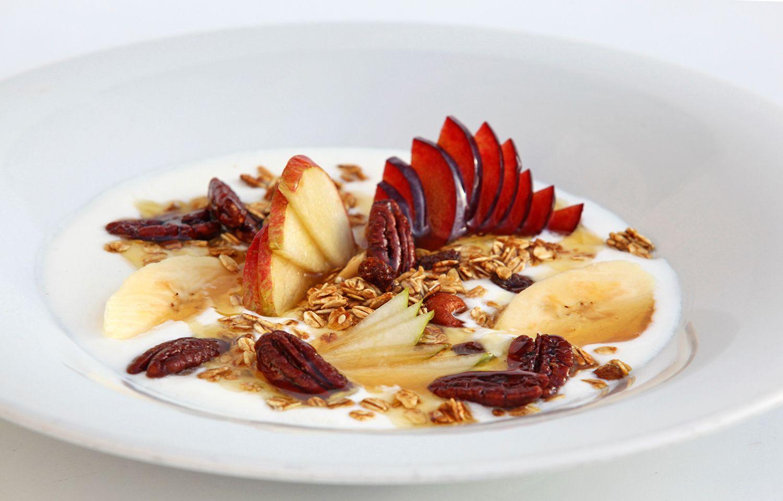 Muesli, fruit and natural yoghurt with honey