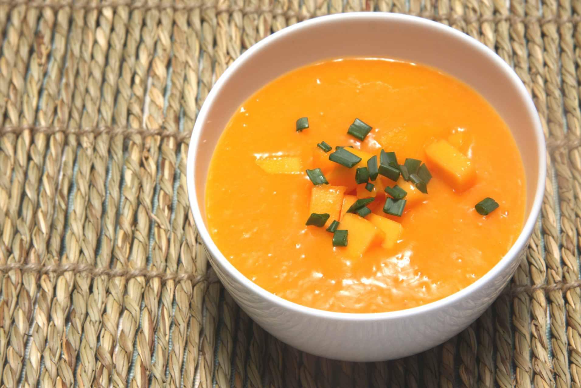 Raw vegan mango soup