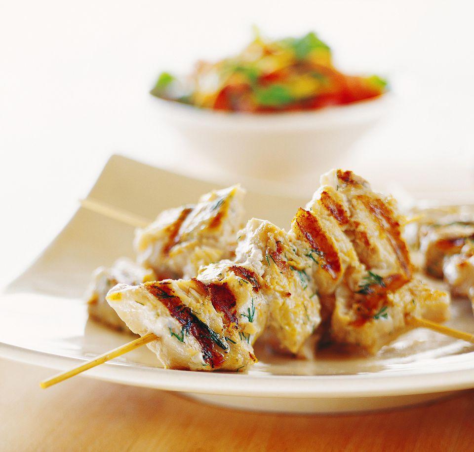 Brochetas de pescado a la parrilla marroquí: un gran aperitivo o plato principal