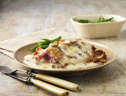 Chicken with cream and vegetables