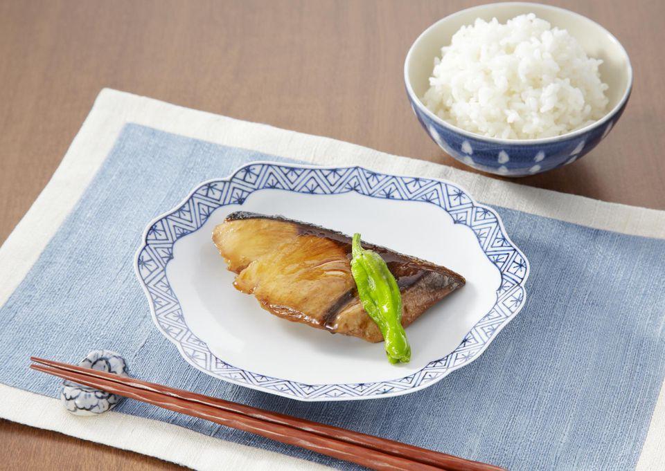 Cola amarilla tradicional o teriyaki de atún
