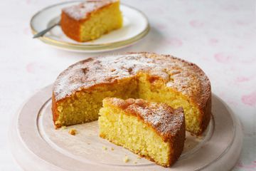 A simple, plain cake dusted with powdered sugar