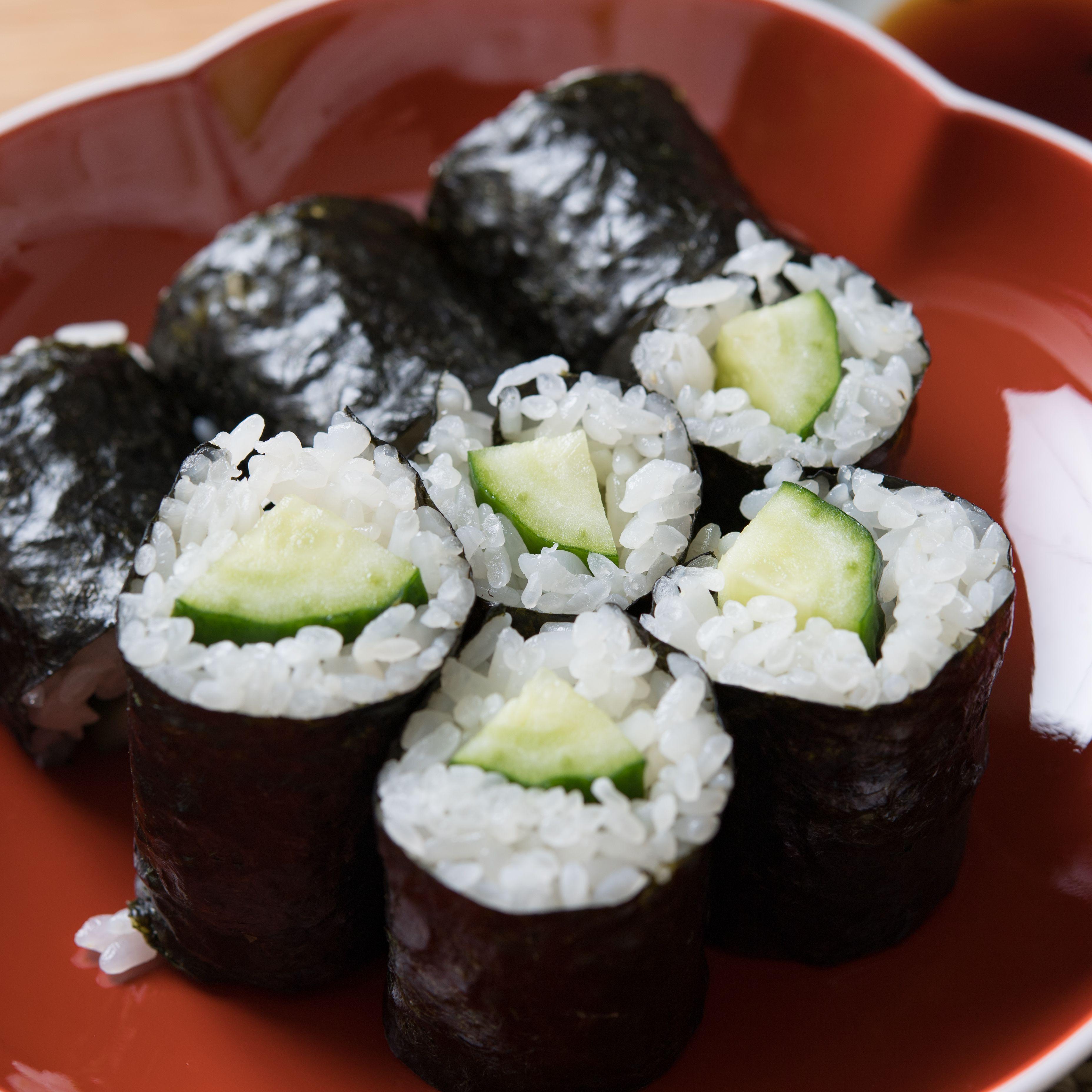 progresivo Temeridad Salvación  Kappamaki (Cucumber Sushi Roll) Recipe