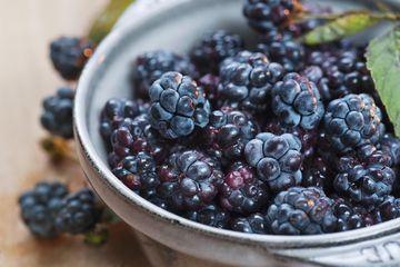 Blackberries in bowl