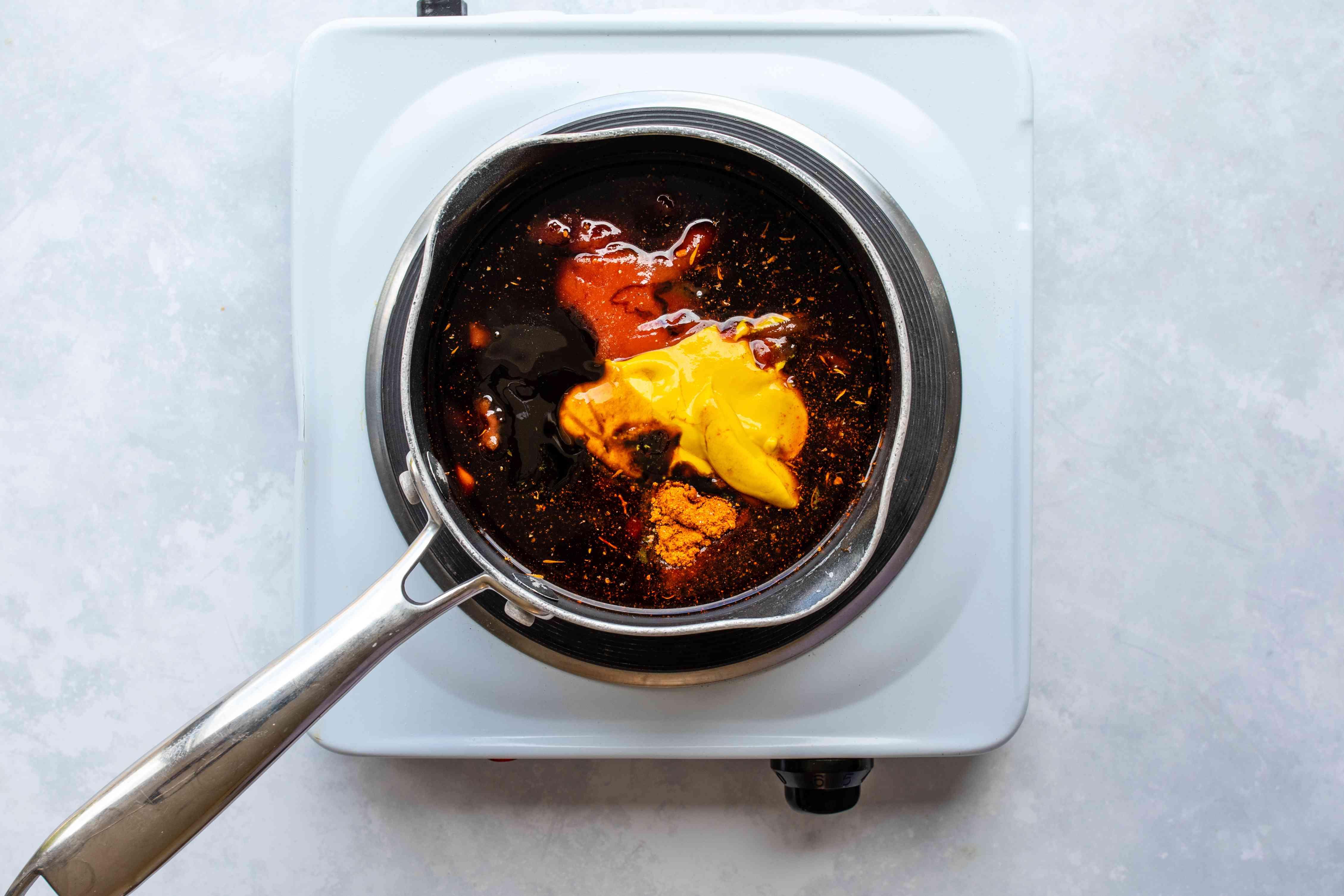 Combine barbecue sauce ingredients in saucepan