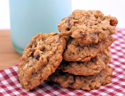 Oatmeals cookies with walnuts
