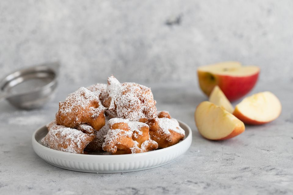 apple fritters with powdered sugar