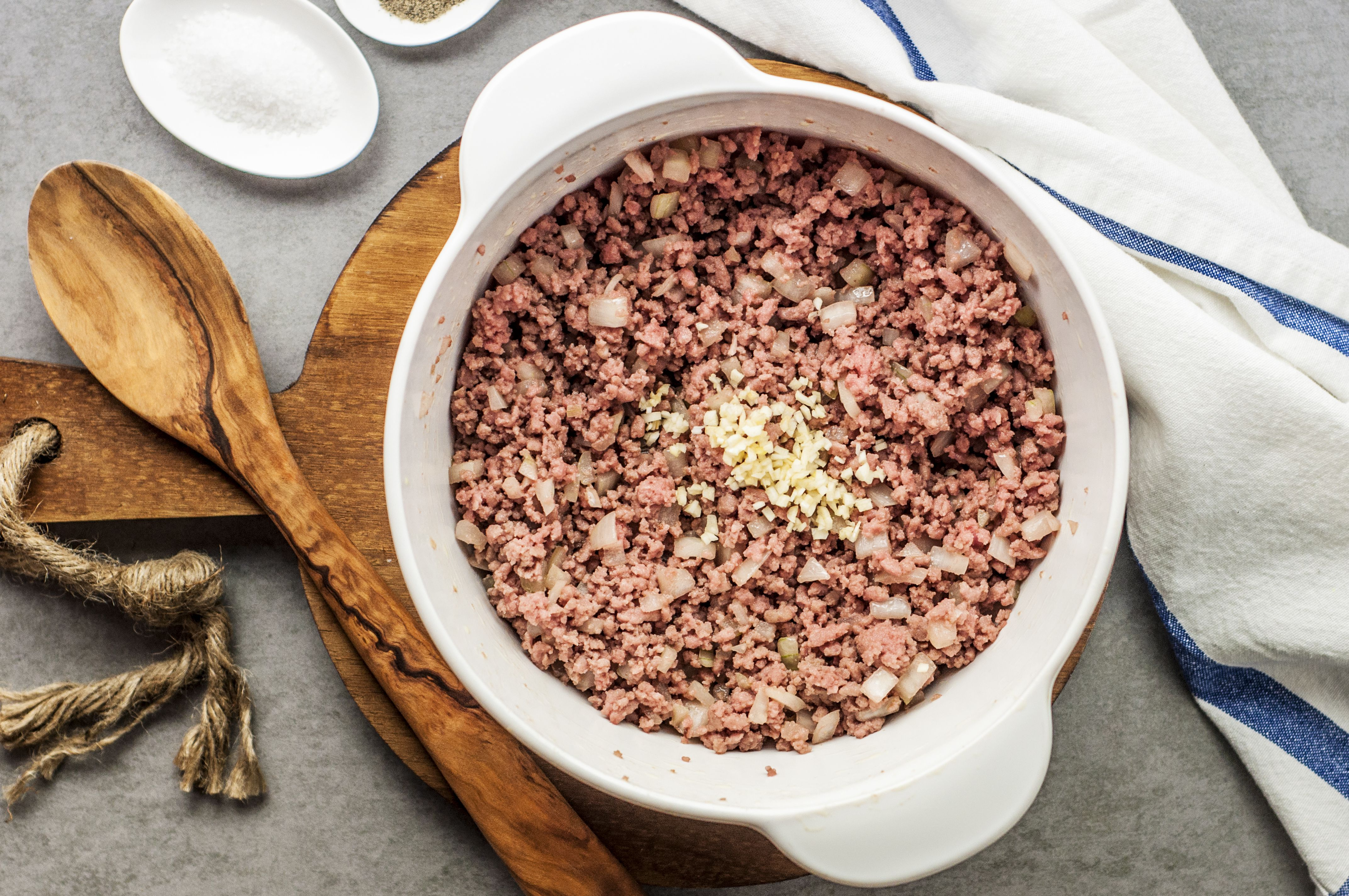 Cooked ground beef with garlic